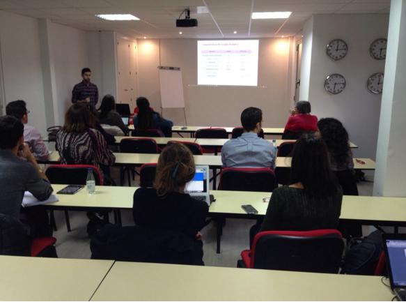 Emilio Rodríguez impartiendo la sesión sobre Google Analytics en la 7ª Edición del Máster en Dirección eCommerce