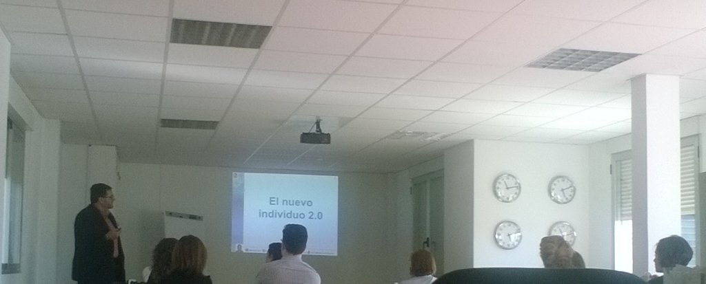 Vicente Montiel estuvo en el máster en dirección eCommerce impartiendo sesión sobre redes sociales y herramientas para gestionarlas